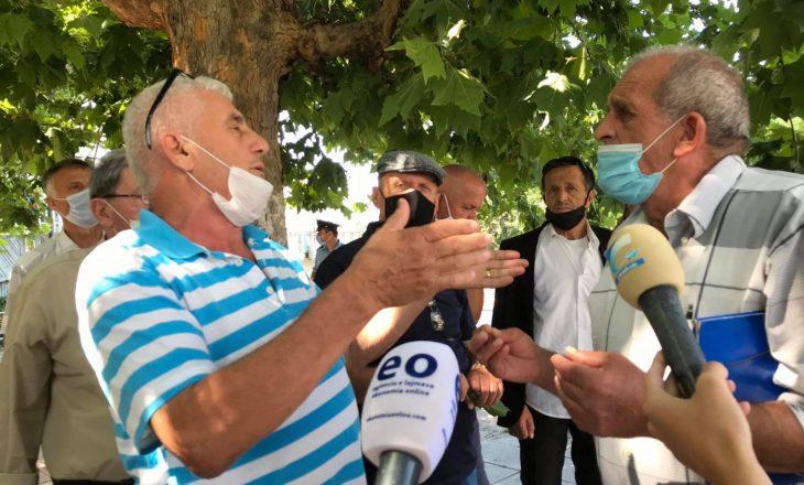 """Punëtorët e """"IMN Kosova"""" kërkojnë 20% e privatizimit, protestojnë para Qeverisë"""