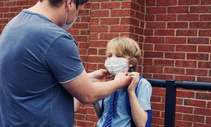 Fëmijët mund ta bartin virusin deri në tri javë – thotë studimi i fundit