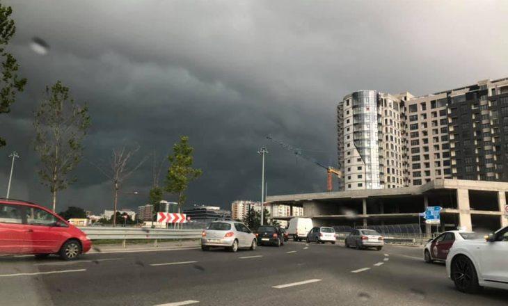 Mot me shi, erëra dhe bubullima në Prishtinë dhe qytete tjera të Kosovës