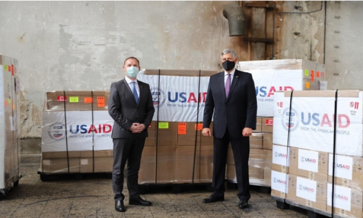 Kosovës iu dhuruan 50 respiratorë donacion nga SHBA dhe USAID