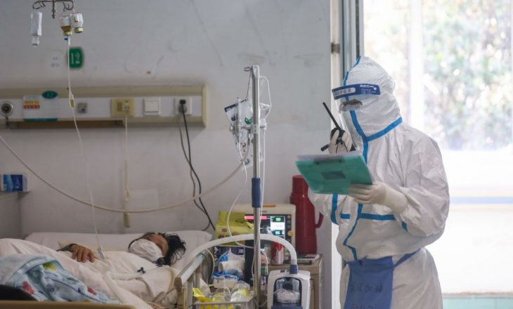 Tetë të vdekur dhe 563 raste të reja me Covid-19 në Shqipëri