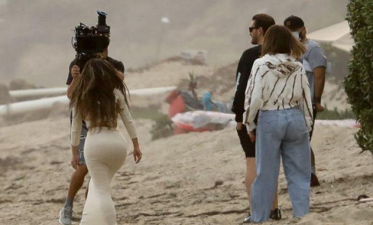 Kim dhe Khloe Kardashian duken të tendosura gjatë xhirimeve të Keeping Up With The Kardashians