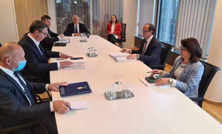 Qeveria pranon se ka marrë ftesë për tu takuar me Serbinë në Bruksel – Këto janë datat