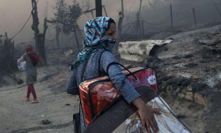 Kampi i refugjatëve në Lesbos në Greqi përfshihet nga zjarri dhe shkatërrohet