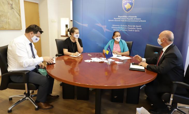Ministrja Dumoshi takoi drejtuesit Komitetit Olimpik të Kosovës