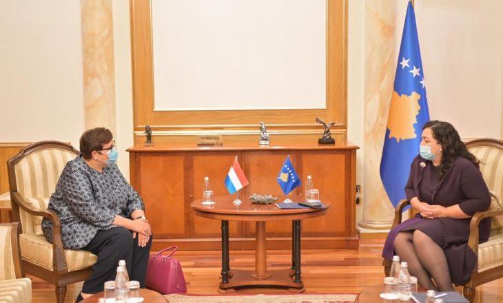 Ambasadorja holandeze përgëzon Osmanin për mbështetjen e deputetëve në votimin e Konventës së Stambollit