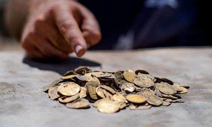 Gjendet një qyp i mbushur me monedha ari të pastër mbi 1 mijë vjet i vjetër