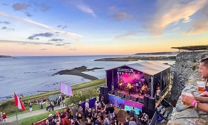 Ishulli ku nuk ka asnjë person të infektuar me Covid mbajti një koncert