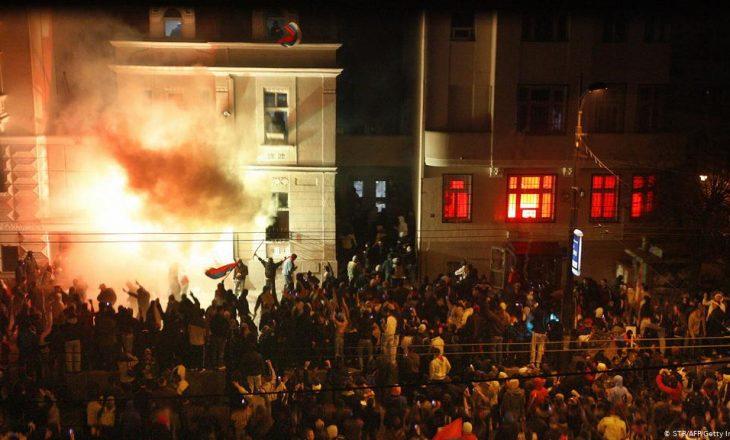 SHBA: Jetike të dihet se cilat autoritete mund të jenë të përfshira në rastin e djegies së ambasadës në Beograd