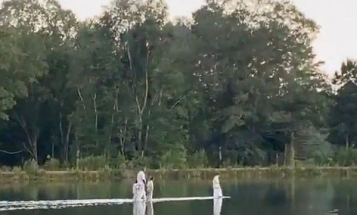Kanye West 'ecën mbi ujë' bashkë me fëmijët e tij