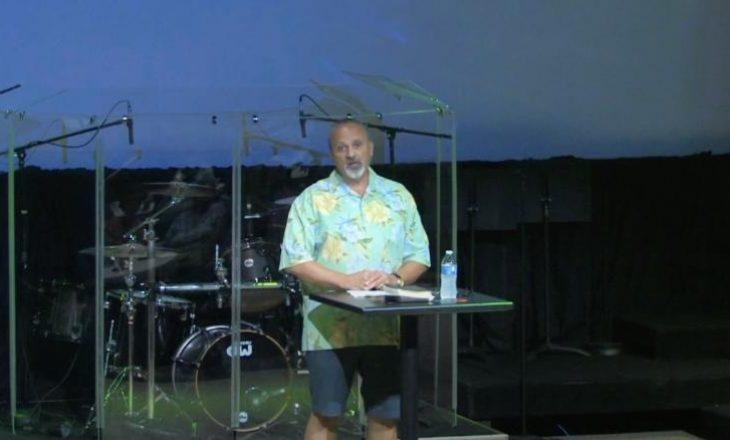 Pastori skeptik për maskat e fytyrës, shtrohet në intenzivë për Coronavirus