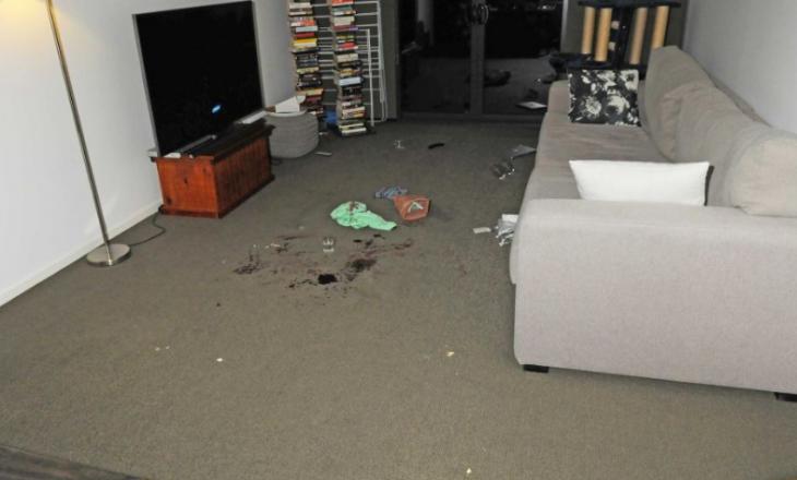 Sulmnohet një person në shtëpinë e tij