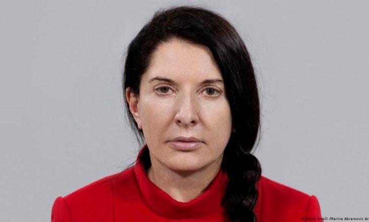 Marina Abramovic fajëson teknologjinë për shkëputjen e shoqërisë, e jo pandeminë