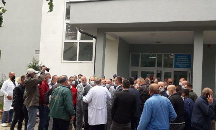 Protestojnë sepse nuk morën shtesat prej 300 euro