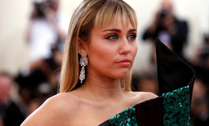 Miley Cyrus thotë se e ndali dietën vegane sepse truri i saj nuk po funksiononte si duhej