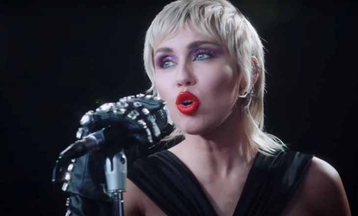 Miley Cyrus thotë se albumi i saj i ri është inspiruar nga Britney Spears dhe Metallica