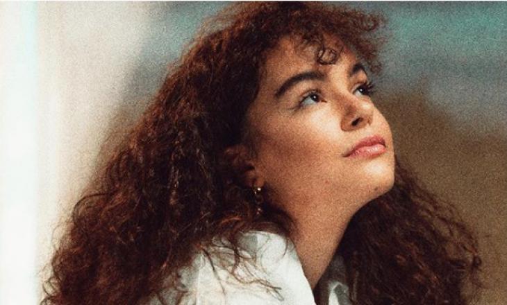 Këngëtarja shqiptare ndërpret karrierën muzikore për t'iu përkushtuar studimeve
