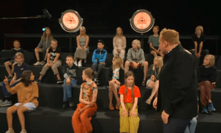 Fëmijët mësojnë për trupin duke parë të rritur lakuriq – Filozofia prapa shfaqjes daneze
