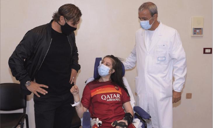 Totti vizitoi tifozën që u zgjua nga koma
