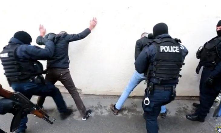 Gjakovë: Arrestohen gjashtë persona në një lokal, thyen ligjin e pandemisë dhe luanin bixhoz