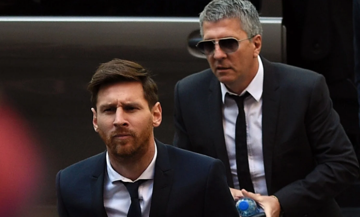 Babai i Messit arrinë në Barcelonë për të negociuar me drejtuesit e klubit rreth situatës së krijuar