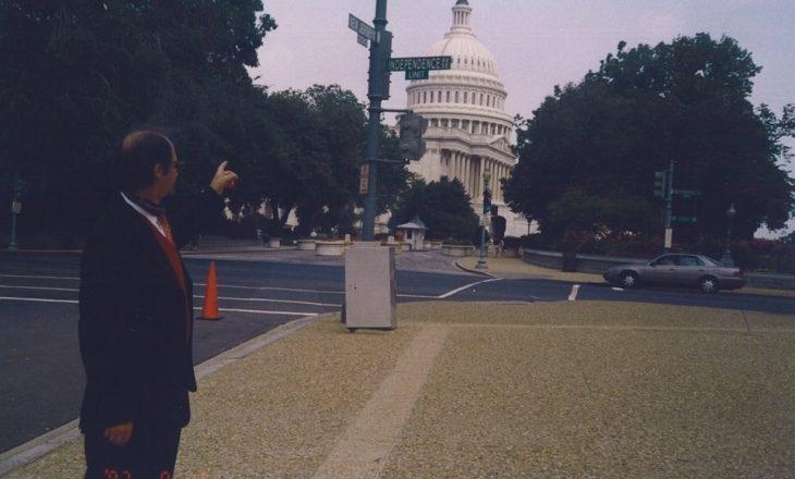Hoti nga Uashingtoni publikon një foto të Rugovës në Shtëpinë e Bardhë