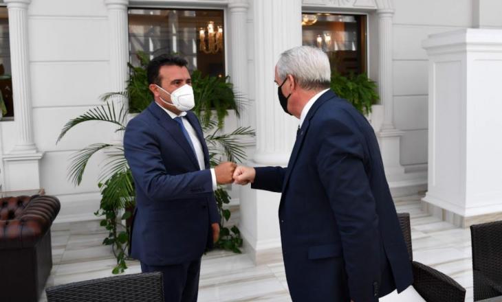 Ambasadori i Kosovës në Maqedoninë e Veriut takohet me Zaev-in