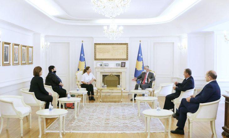Thaçi: Familjet e dëshmorëve di ta kenë përjetësisht kujdesin e shtetit të Kosovës