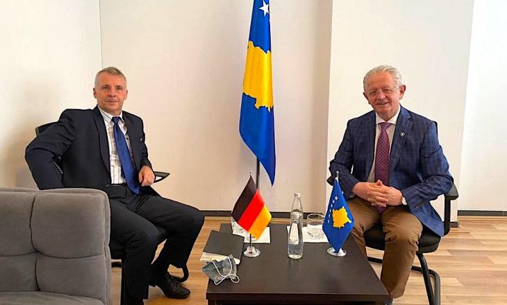 Hyseni takohet me ambasadorin gjerman Rohde – Flasin për dialogun