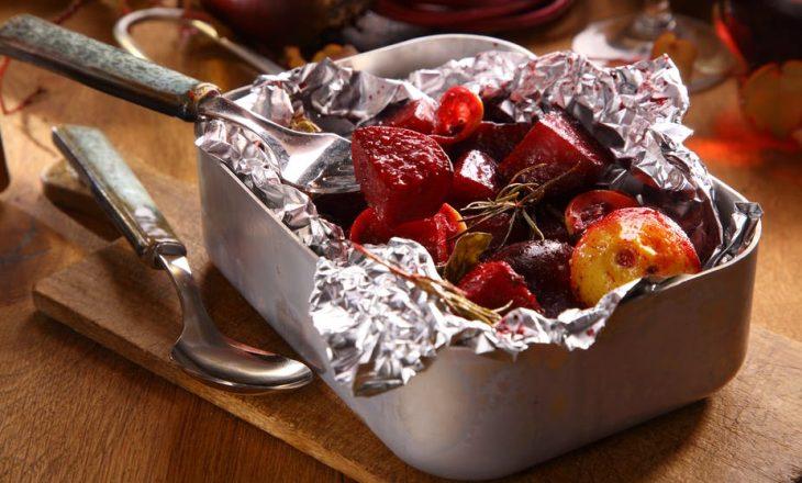 A është i sigurt ushqimi ynë në letër alumini?