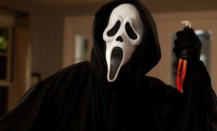 Xhirimet e filmit Scream 5 janë në krizë për shkak se ekipi i filmit është infektuar me Covid-19