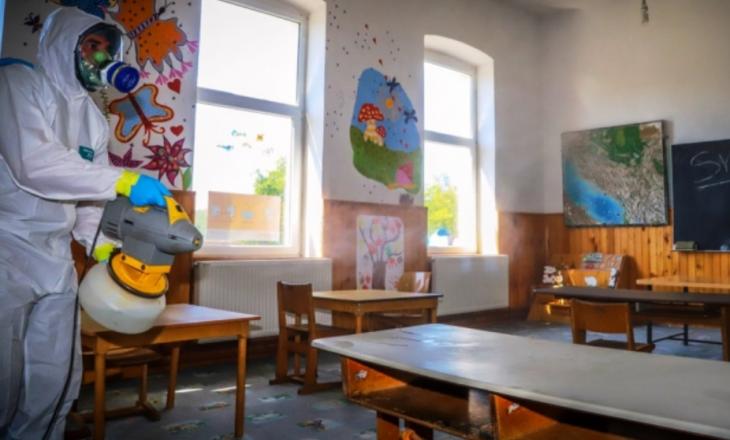 Shkolla fillore dezinfektohet nga KFOR-i