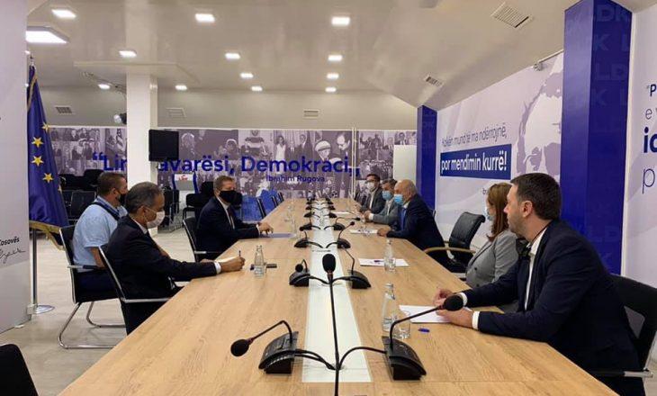 Mustafa takohet me shefin e BE-së për Kosovën, diskutohet për liberalizimin e vizave