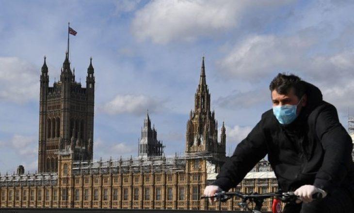 Në Londër kundërshtohen masat e reja anti-COVID