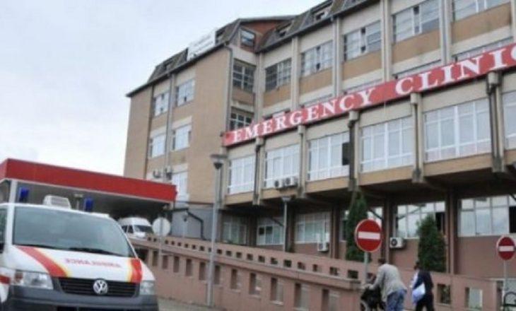 Operohet infermieri i cili u sulmua me thikë
