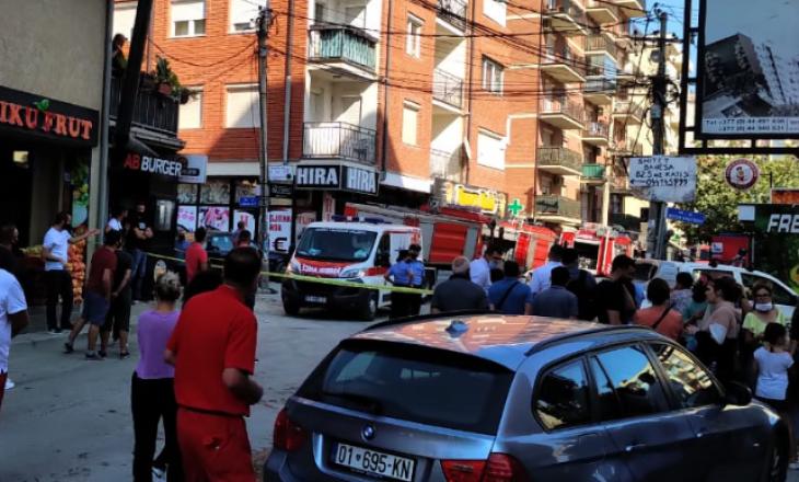 Nga vetura e djegur përhapen flakët në një objekt në Prishtinë – Nuk raportohet për të lënduar
