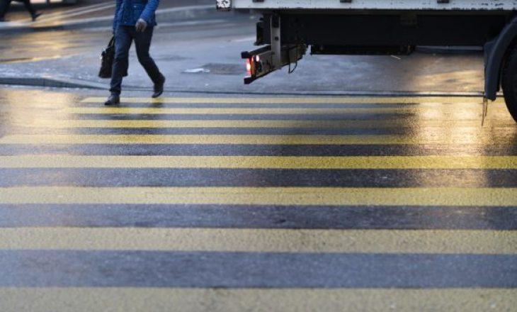 Gjilan: Një grua shkel me veturë një këmbësore e cila lëndohet