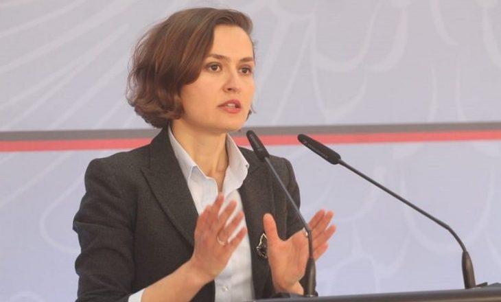 Largohet Besa Shahini nga pozita e ministres së Arsimit në Shqipëri