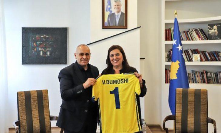Ministrja Dumoshi: Stadiumi i ri kombëtar të ndërtohet me partneritet publiko – privat