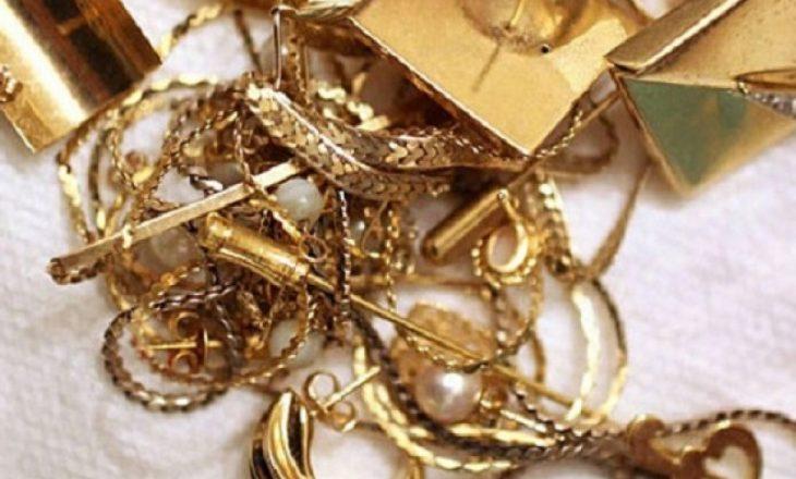 Babai ankohet në polici për djalin: Vodhi ari dhe argjend