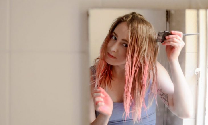 Gratë që lyejnë flokët në shtëpi nuk rrezikohen nga kanceri – thotë studimi