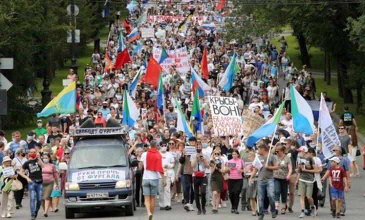 Policia në Rusi përdorë forcën për të ndalur demonstratat anti-qeveritare