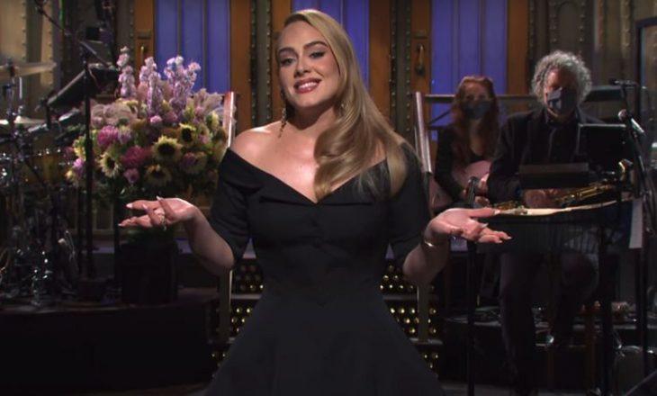 Adele këndon dhe tallet për humbjen e peshës në Saturday Night Live