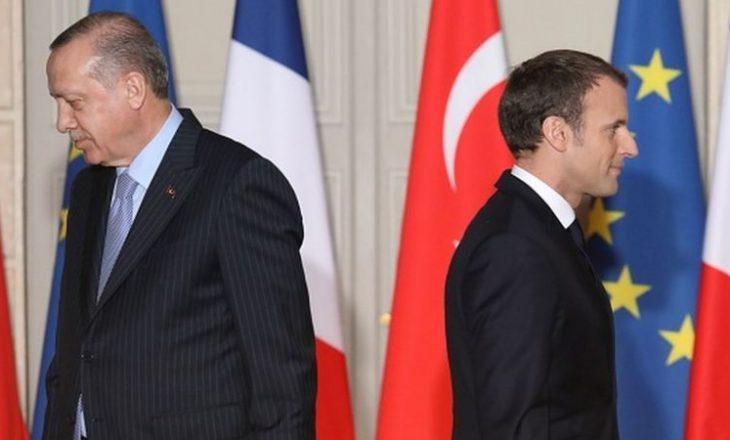 Turqia kërcënon se do të marrë aksione legale ndaj karikaturave të Erdogan nga Charlie Hebdo