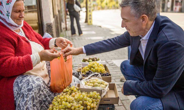 Veseli viziton Prizrenin – thotë se pandemia i ka dëmtuar sipërmarrësit edhe në këtë qytet