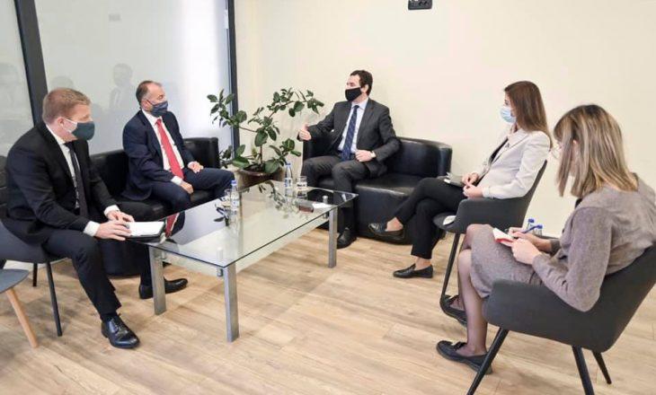 Ambasadori i Çekisë pritet në takim nga zyrtarë të Vetëvendosjes