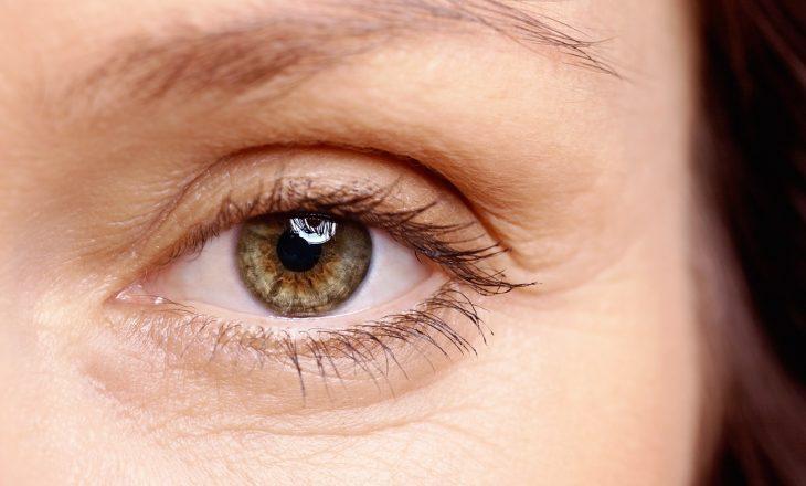 Studimi: Autopsitë e viktimave COVID-19 detektojnë virusin në bebet e syve