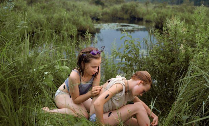 """""""Girl Pictures"""" libri me fotografi që portretizon adoleshentet në arrati"""