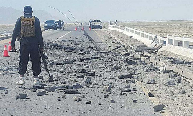 Pakistan, vriten 15 persona nga një sulm me raketahedhës