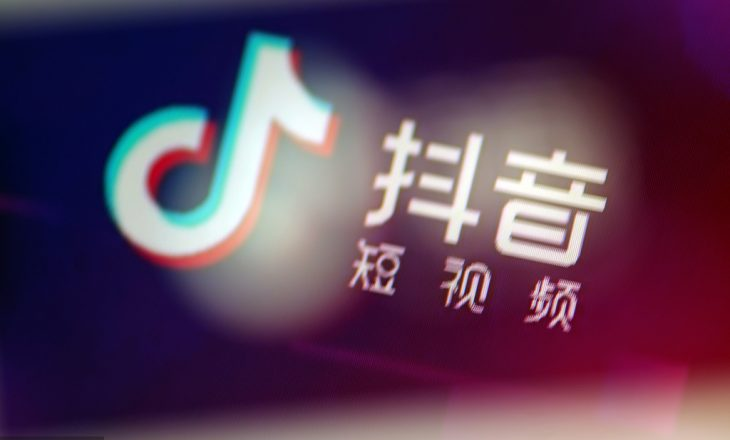 Vlogerja kineze vdes pasi 'ish-bashkëshorti i vuri flakën gjatë një transmetimi live'
